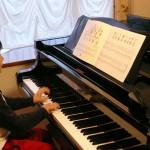 ピアノを弾くときの座る場所