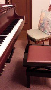 ピアノと椅子の距離