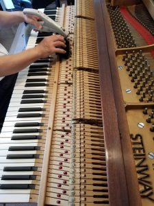 丁寧に掃除 ピアノ