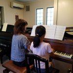 親子で「熱いピアノ」デュオ