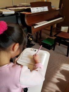 早紀ちゃん 絶対音感 楽譜を書く